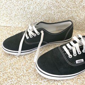 Vans Shoes - Vans : classic black Vans